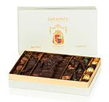 <p>La boîte cadeau «Écusson»,<br /> c'est la présentation traditionnelle par excellence !</p>